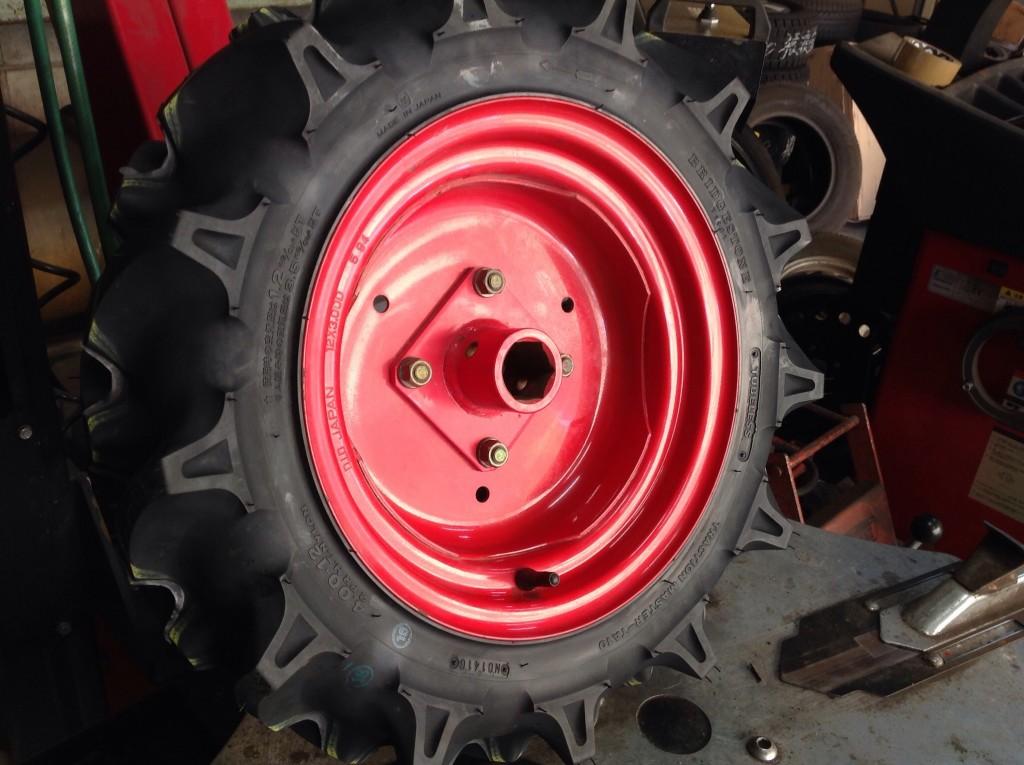 ブリヂストンの農機具タイヤです。