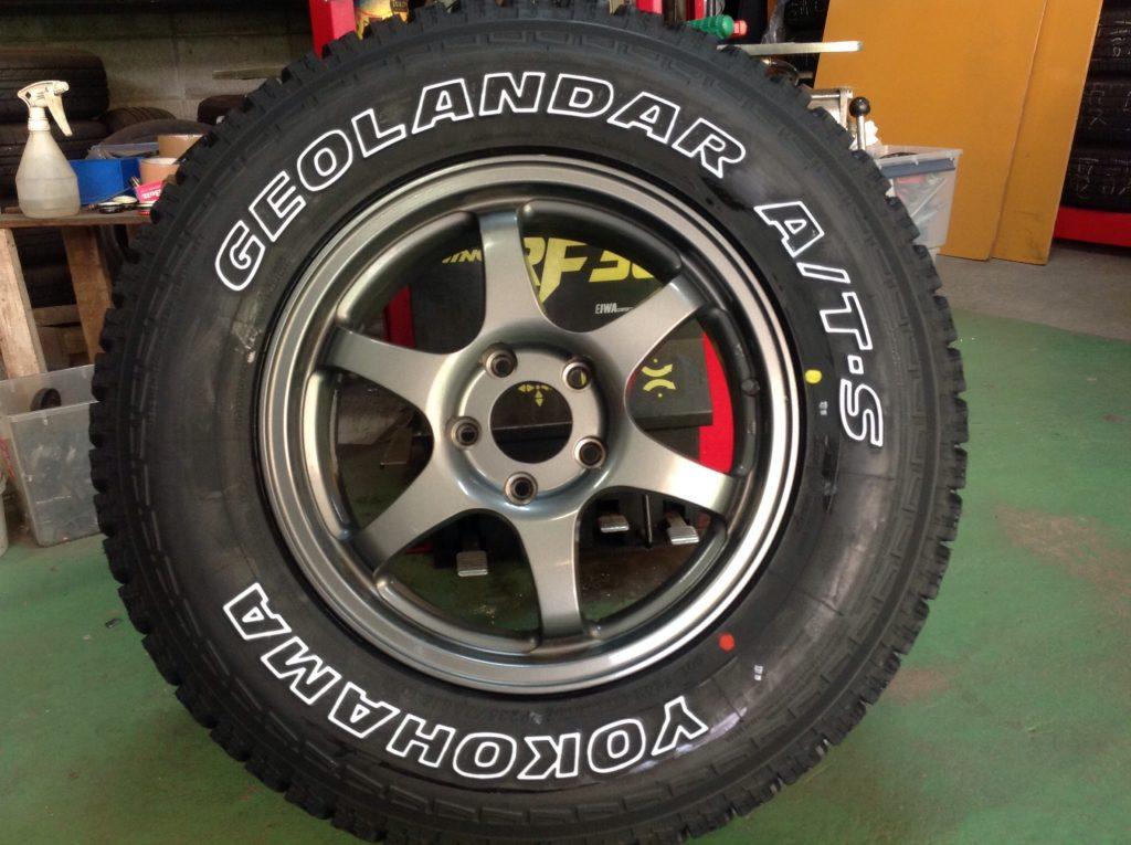 タイヤを組み込みます。