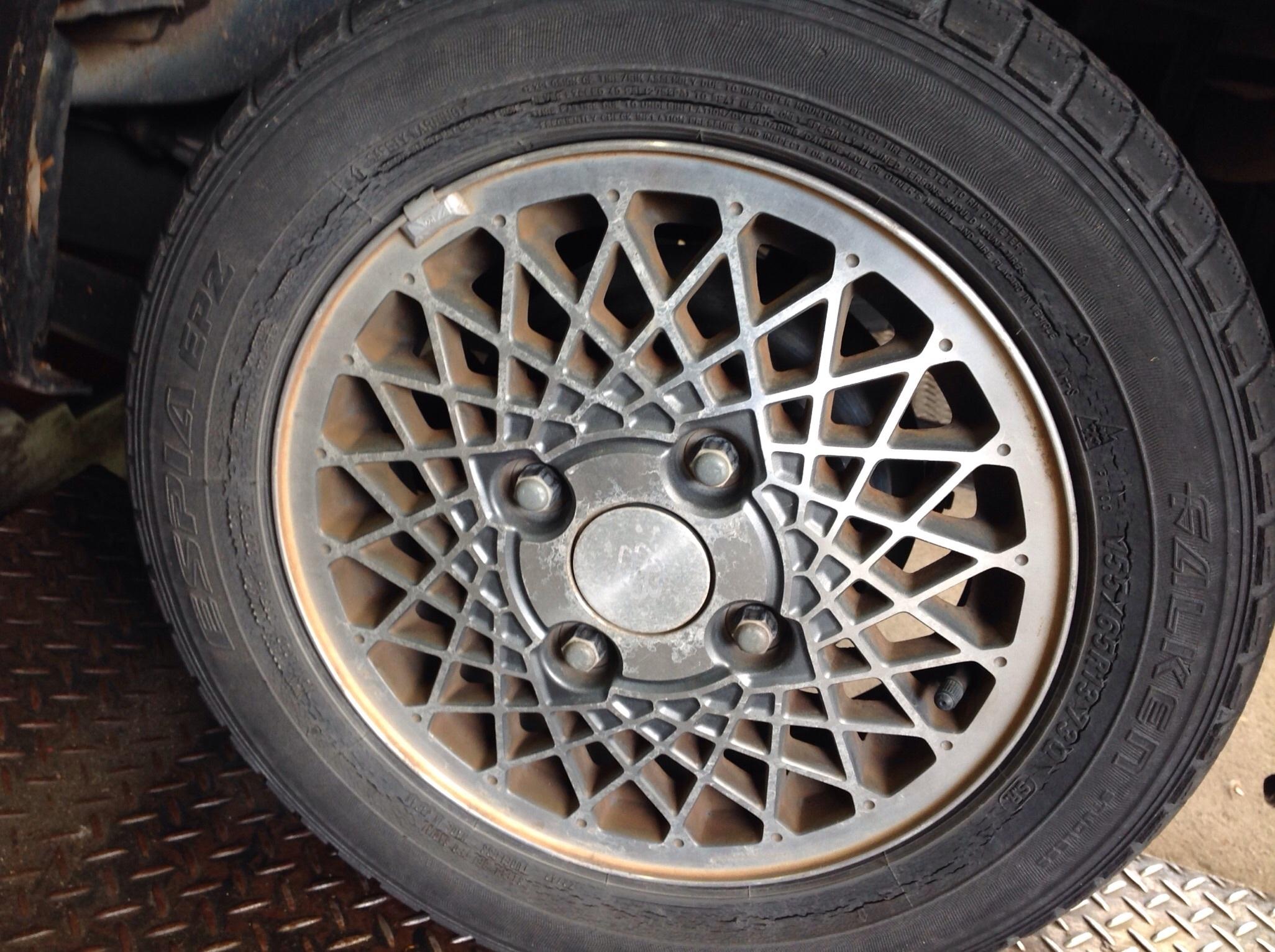 スタットレスタイヤが装着されていました。