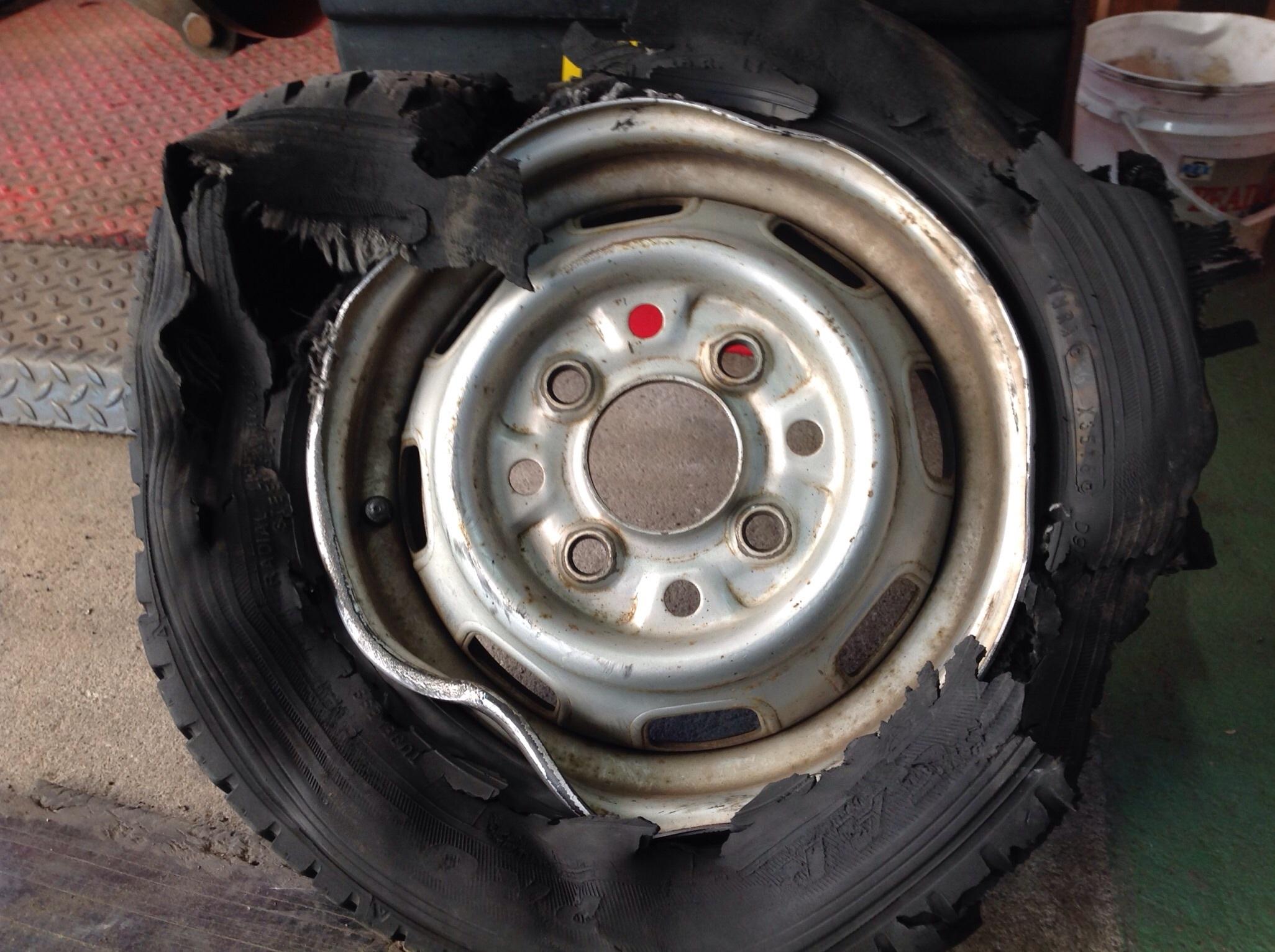 パンクしたまま走行したタイヤです。