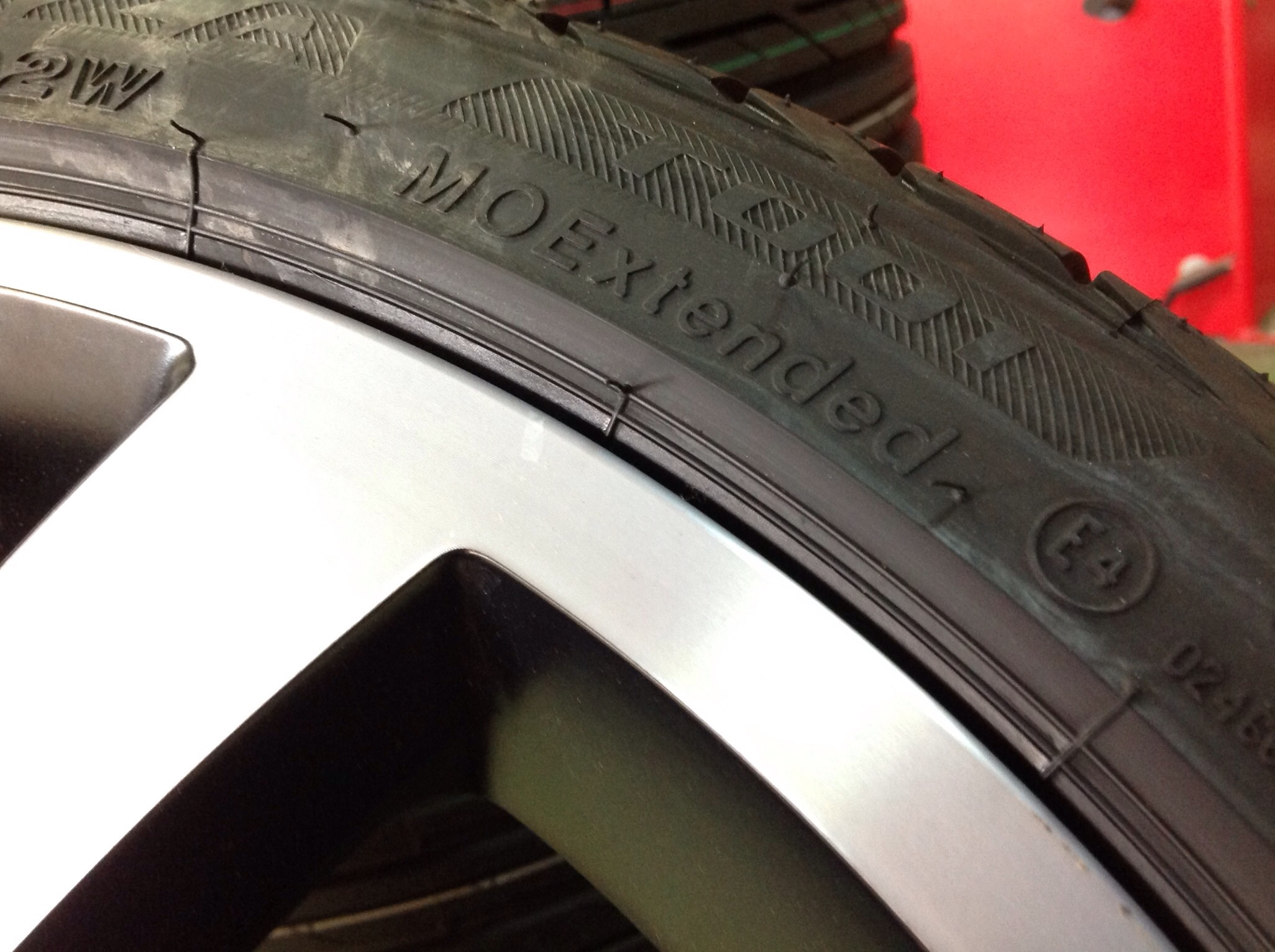 MOマーク付きのベンツ専用タイヤです。